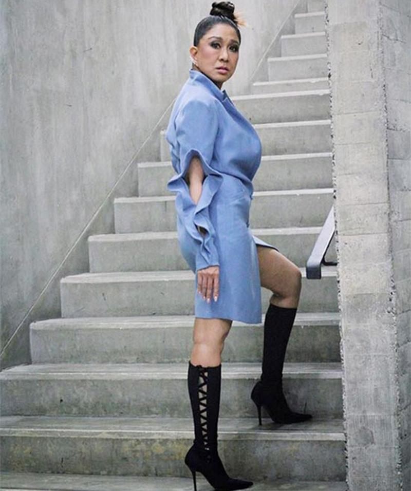 Nữ ca sĩ Thái Lan - Maneenuch Smerasut sinh năm 1961.