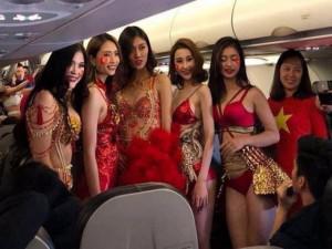 Công bố mức xử phạt Vietjet để người mẫu mặc bikini trên máy bay đón U23 Việt Nam