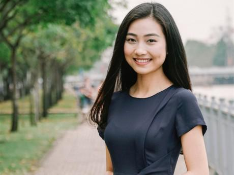 """Mỹ nhân """"má lúm"""" của Hoa hậu Việt Nam 2016 bất ngờ làm MC trong bản tin Thời sự VTV9"""