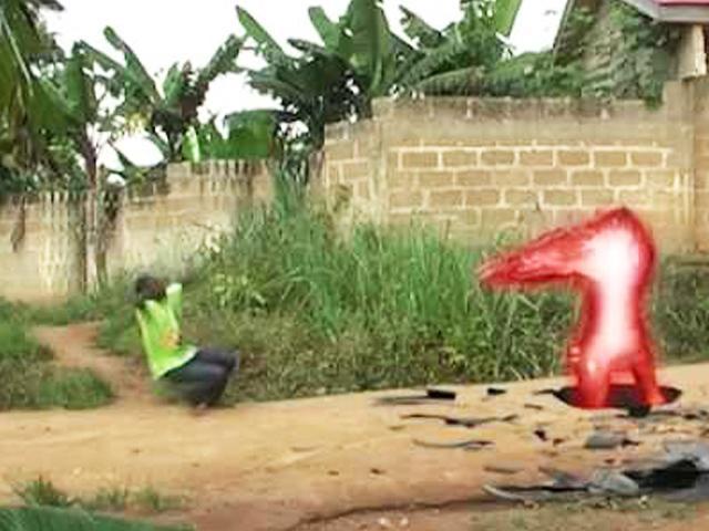 Cười vỡ bụng với kỹ xảo của những ông hoàng điện ảnh châu Phi