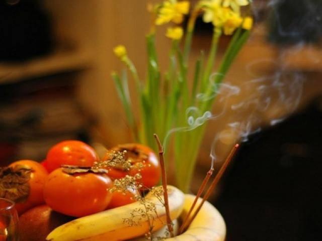 Ngày Tết có nên thắp hương liên tục và vì sao phải thắp hương số lẻ