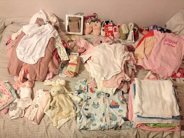 Đổ đống tiền sắm toàn đồ màu hồng, mẹ dở khóc dở cười khi hạ sinh con trai