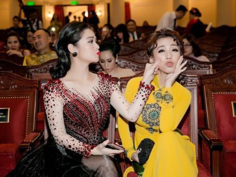 Nhật Kim Anh - Hoa hậu hài Thu Trang cùng nhận giải lớn, đáng yêu hết cỡ khi hội ngộ
