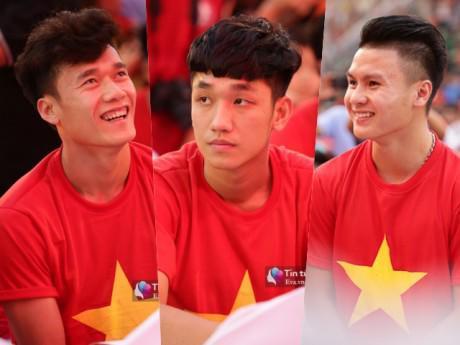 Cận cảnh những khoảnh khắc đẹp long lanh của các cầu thủ U23 Việt Nam trong buổi giao lưu