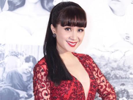Lưu Thiên Hương cuốn hút như công chúa trên thảm đỏ
