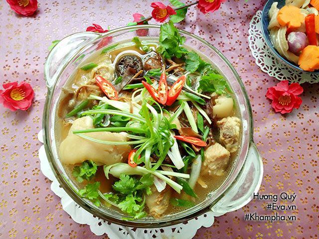 Canh măng khô móng giò mềm ngon mang hương vị truyền thống ngày Tết