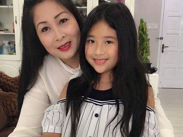 Bầu lần 3 khi ngoài 40 tuổi, NSND Hồng Vân có được cô con gái xinh tựa