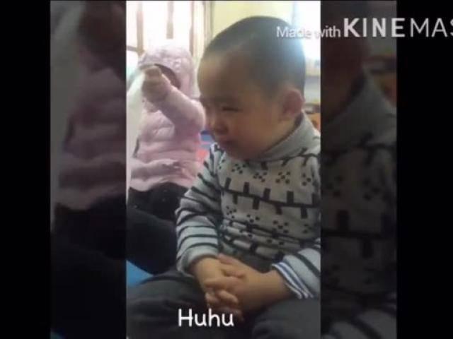 Em bé mầm non khóc nức nở vì nghe tin cô giáo đi lấy chồng