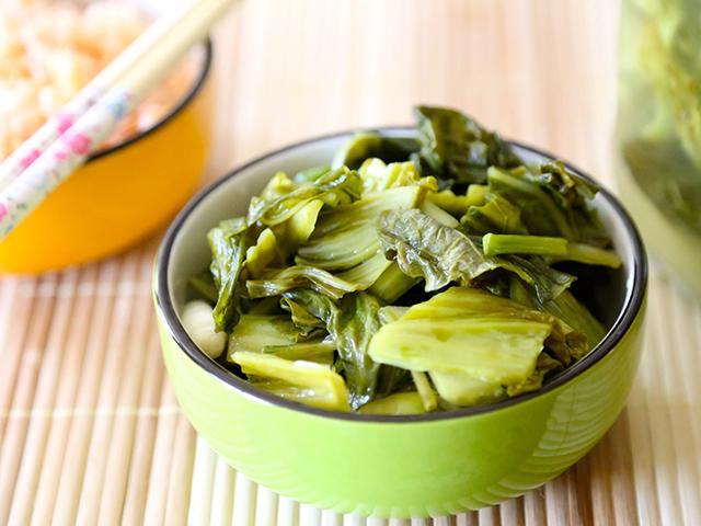 Ngày Tết, ăn dưa muối, hành muối thì ngon nhưng liệu có thật sự tốt cho sức khỏe?