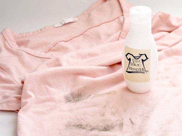 Làm sạch quần áo bị mốc đốm li ti với những nguyên liệu đơn giản