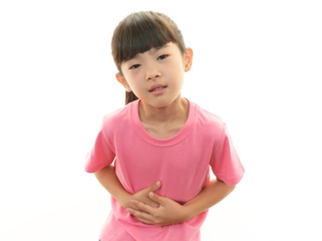 Trẻ 5 tuổi bị nôn, mẹ nên xử trí như thế nào?