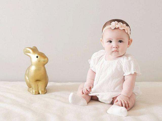 Không chỉ làm đẹp, đeo băng đô trên đầu cho trẻ sơ sinh còn có lợi ích bất ngờ