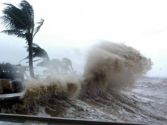 Tin bão mới nhất: Bão Sanba giật cấp 12 đang di chuyển rất nhanh vào biển Đông