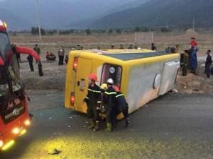 Lật xe khách chở 30 người từ TP.HCM về quê ăn tết, ít nhất 12 người thương vong