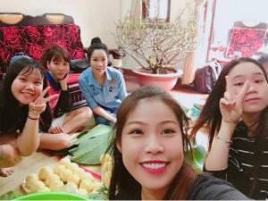 Sao Việt 24h: Nhà Trịnh Kim Chi tất bật gói bánh chưng, mẹ con Hà Hồ vẫn đi từ thiện