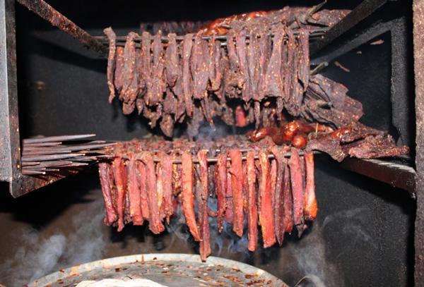 Thịt trâu gác bếp - đặc sản Tây Bắc ai cũng thích nhưng ẩn chứa nhiều mối  nguy hại