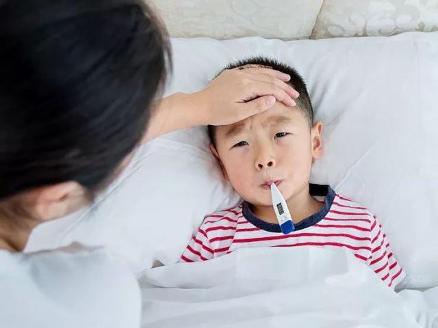Cách sử dụng thuốc hạ sốt cho trẻ đúng cách để bé vừa an toàn vừa khỏi bệnh