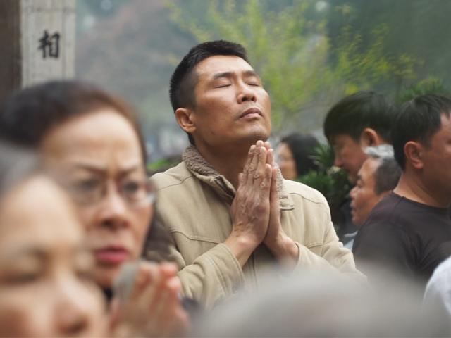 Nhộn nhịp đi lễ đầu năm ở đền Ngọc Sơn
