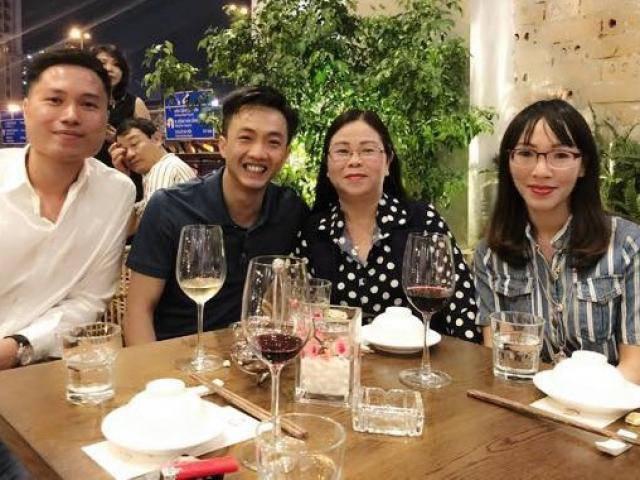 Mới công khai bên nhau dịp Valentine, Cường Đôla lại vui vẻ chụp ảnh cùng mẹ Đàm Thu Trang