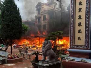 Đền Mẫu Đồng Đăng bất ngờ bốc cháy dữ dội rạng sáng ngày mùng 5 Tết