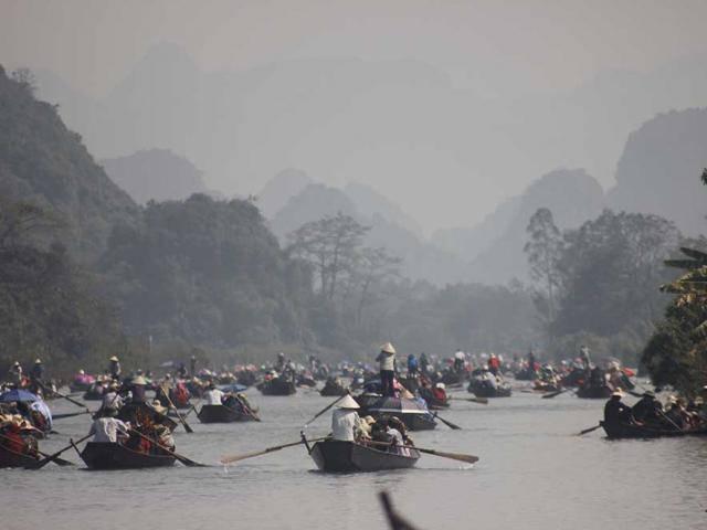 Suối Yến Chùa Hương: trên bến dưới thuyền tấp nập đón khách về đất Phật
