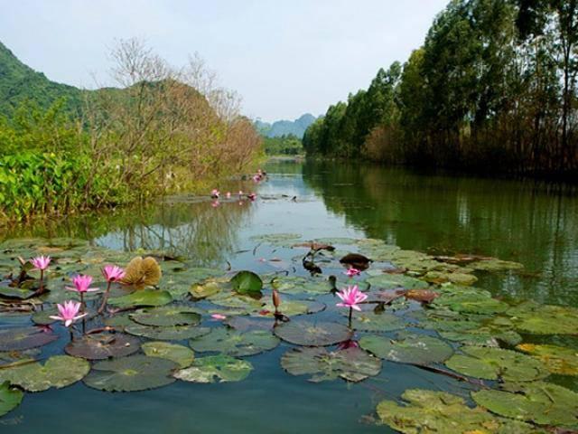 Không phải mùa lễ hội, đến chùa Hương tháng 10 mới là cực phẩm