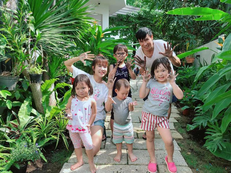 Ca sĩ Lý Hải và hotmom Minh Hà có với nhau 4 bé con đáng yêu.