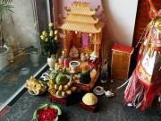 Nhà đẹp - Vì sao bàn thờ Thần tài không được phép đặt trên cao mà phải đặt sát đất?