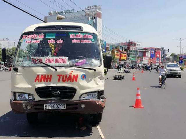 Xe khách vượt đèn đỏ gây tai nạn kinh hoàng ở Bình Dương: Gần chục người nằm la liệt