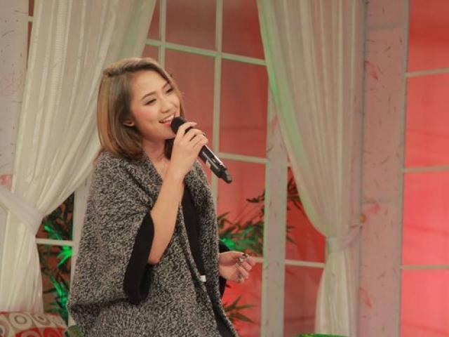 Trang Cherry cover hit Người lạ ơi với tiếng Quảng Nôm cực hài