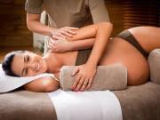 Vợ bầu thường xuyên bị đau lưng, chồng hãy học ngay những bài massage này