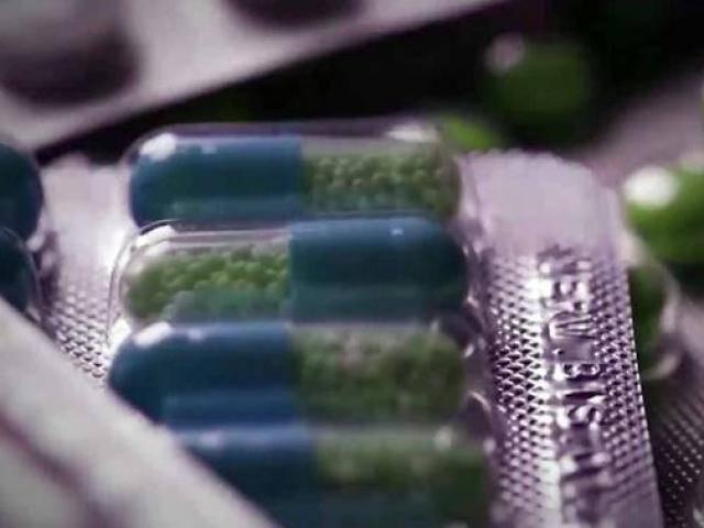 Tự ý dùng kháng sinh để chữa sốt, người phụ nữ bỗng mất luôn đôi mắt