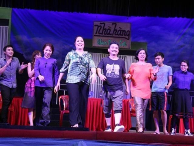 NSND Hồng Vân nuốt nước mắt vào trong, đóng cửa sân khấu kịch vì thua lỗ