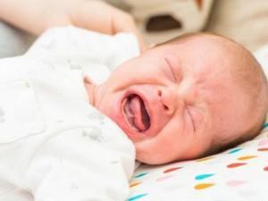 Trẻ sơ sinh đi ngoài có bọt là bị bệnh gì?