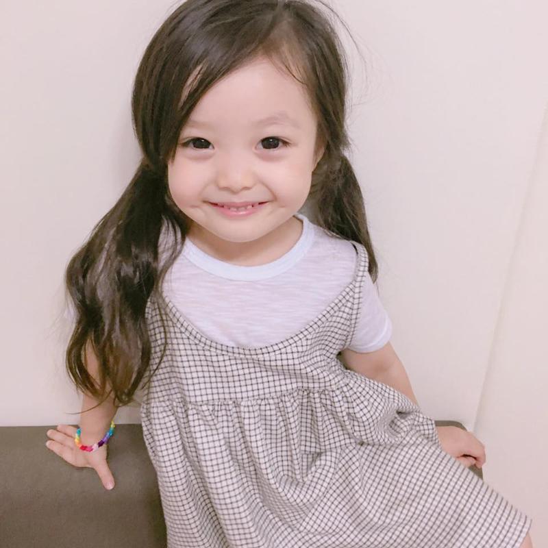 Jae-eun là con gái gia đình bố là người Hàn còn mẹ là con lai giữa Hàn và Nhật.