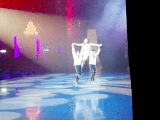 HOT: Clip Hương Giang bốc lửa hát trong phần thi tài năng tại Hoa hậu chuyển giới 2018