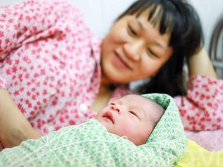 Chế độ thai sản mới nhất năm 2018: Mẹ sinh con từ ngày 1/3/2018 cần biết