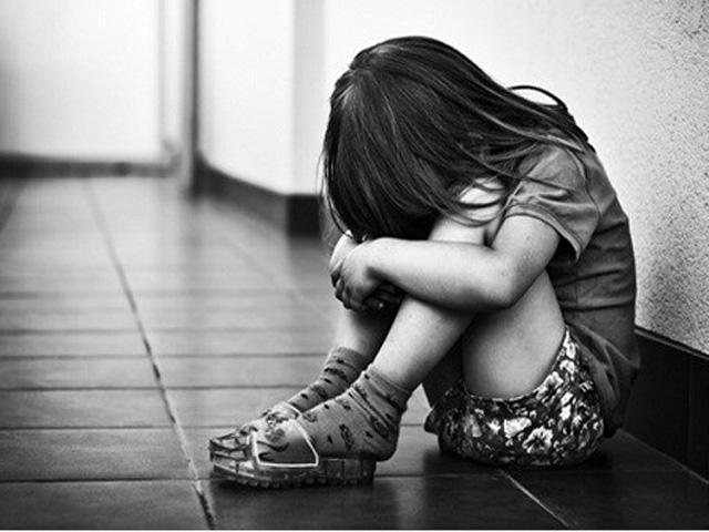 Chỉ vì trò đùa của bạn trai cùng lớp, bé gái 9 tuổi bị chấn thương bộ phận sinh dục