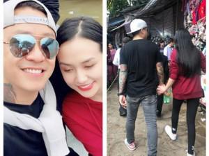 """Sao Việt 24h: Đi lễ hội đông người, """"trai 2 con"""" Tuấn Hưng vẫn nắm chặt tay vợ không ngừng"""