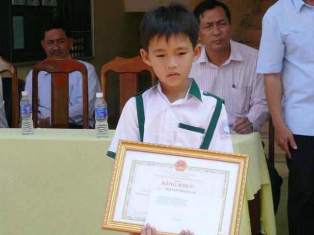 Chuyện chưa kể về cậu bé 10 tuổi trả lại 44 triệu cho người đánh mất