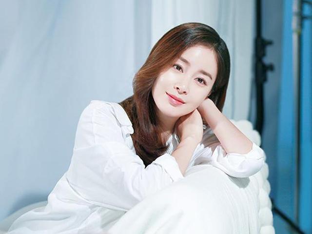 Vừa tái xuất giang hồ sau khi sinh con, Kim Tae Hee đã chọn đến Việt Nam