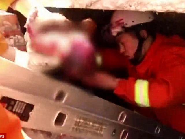 Người mẹ đẻ rơi con trong lúc đi vệ sinh nhưng không hay biết, vẫn tiếp tục đi khám thai