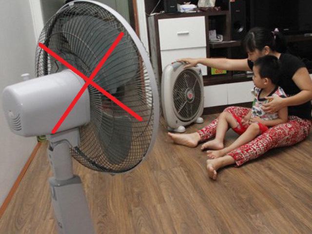 Nhà nồm, đổ mồ hôi thì đừng bật quạt, làm theo 3 cách này đảm bảo nhà khô ngay