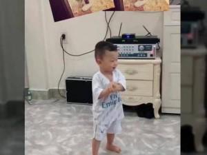 Cu Tỏi nhà Mạc Hồng Quân nhảy Gangnam Style siêu nhắng nhít