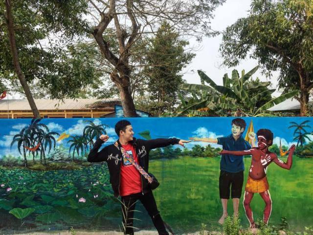 Giới trẻ rộn ràng check-in làng bích họa mới toanh ở Đồng Tháp