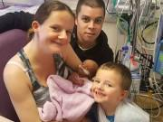 Người mẹ đau xé lòng trước câu hỏi của con trai 4 tuổi khi em gái mới sinh qua đời
