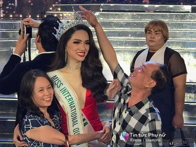 Khoảnh khắc thú vị: Bố Hương Giang Idol hạnh phúc sờ vương miện của con gái sau đăng quang