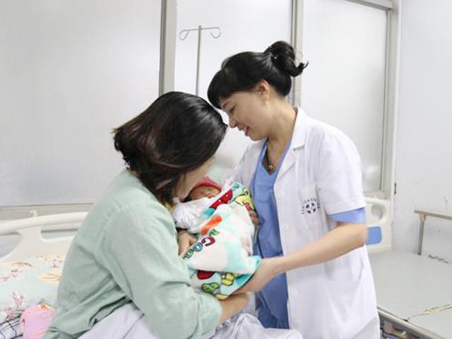 Bác sĩ mát tay chữa hiếm muộn kể chuyện thụ thai cho bà mẹ 60 tuổi lần đầu mang bầu