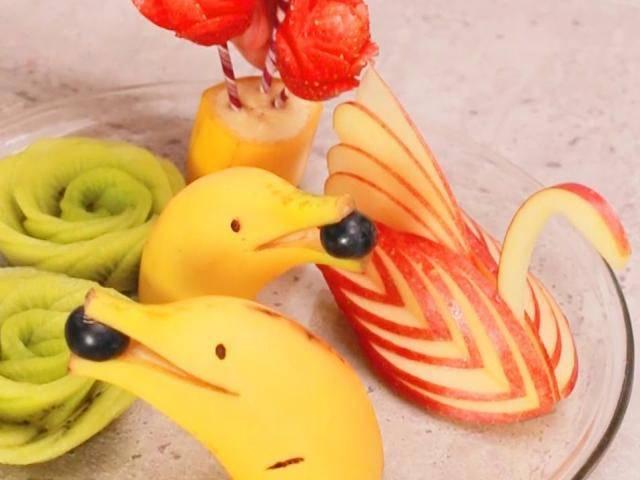 Mẹo cắt tỉa hoa quả siêu đẹp khiến hội chị em bạn dì phải tròn mắt thán phục