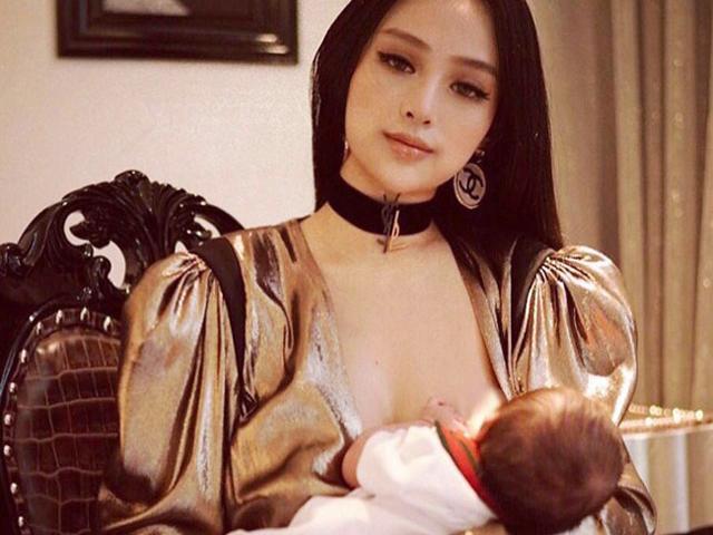 Khoảnh khắc vén váy cho con bú đẹp đến nao lòng của các bà mẹ